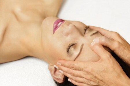 Пластический массаж лица – передовая методика нехирургической подтяжки
