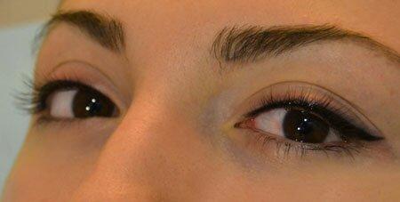 Как выполняется перманентный макияж глаз в форме стрелок