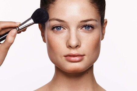 Коррекция овала лица с помощью макияжа – это просто!