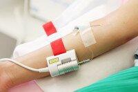 Внутривенное лазерное облучение крови в косметологии и не только: кому это нужно и насколько безопасно