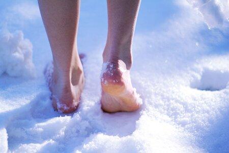Правила хождения по снегу босиком