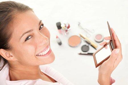 При нанесении лифтин-макияжа нужно использовать спокойные и натуральные оттенки