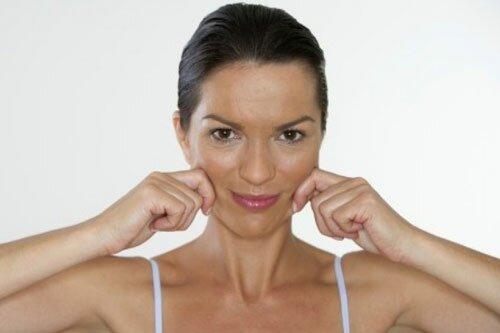 Упражнения для укрепления различных частей щек