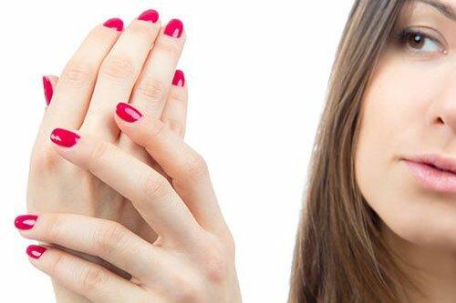 Как уменьшить вред гель-лака для ногтей, кожи рук и здоровья в целом