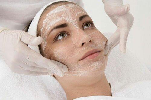 Что представляет собой процедура косметического пилинга