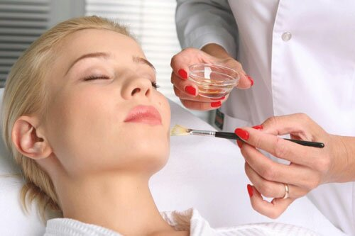 Химическая чистка лица: доступный метод глубокого очищения кожи